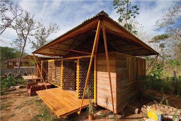 Desain Rumah Bambu Termasuk Pada Tahan Gempa Sebab Anyaman Tak Akan Mudah Roboh Sebagaimana Bangunan Batu
