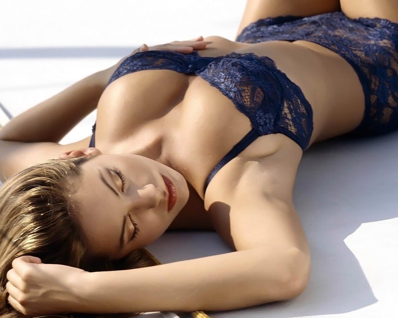 http://3.bp.blogspot.com/-u0QWpGCLRQ8/Tcm7Dph5yPI/AAAAAAAAMHs/6MYYvuxSu_0/s1600/Kelly%2BBrook3.jpg
