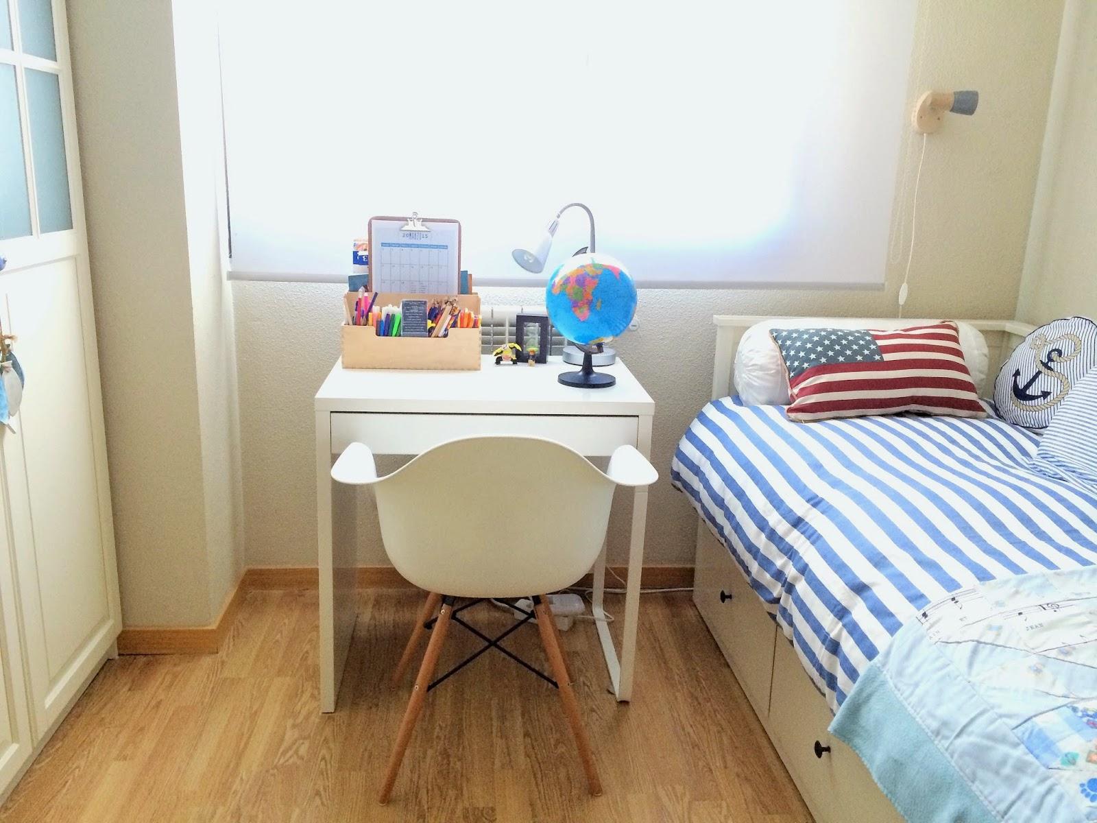 S l o a n e s t r e e t c mo tengo organizado el dormitorio de mi hijo mayor - Mesa para la cama ikea ...