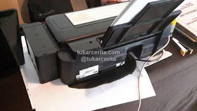 Saat waste ink pad Epson L300 penuh, jika di ink flush akan luber.