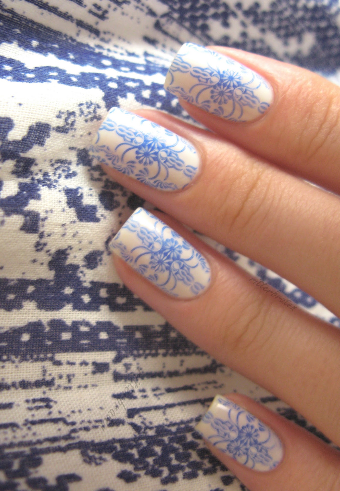Greek nail art