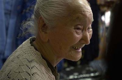 gambar orang panjang umur, nenek kakek berumur panjang, tips memanjangkan usia