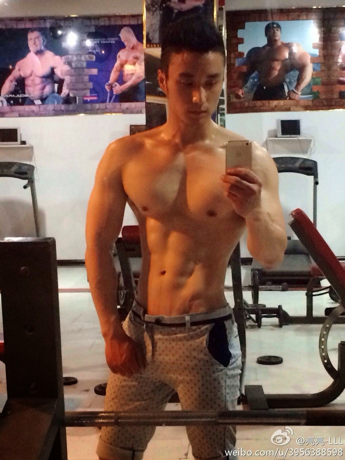http://gayasiancollection.com/hot-asian-hunks-chinese-gym-hunk/