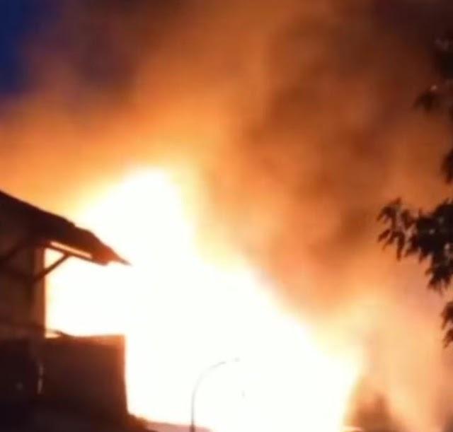 Viral Sedang Shalat Tarawih : Satu Rumah Hangus Terbakar Di Aceh Jaya   LihatSaja.com