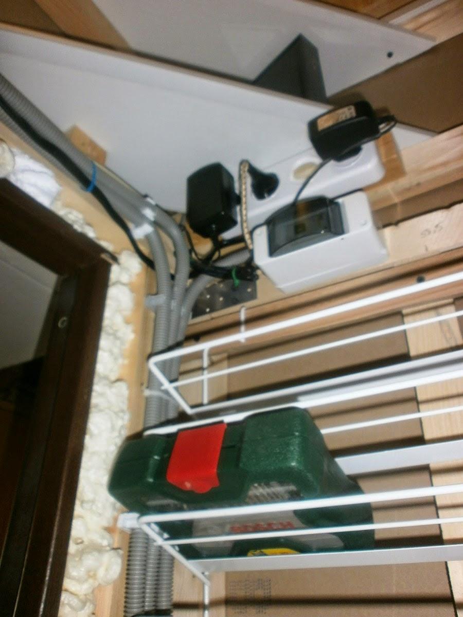 Полки для органайзеров в кладовке
