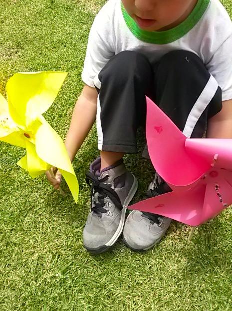 manualidades com crianças diy cata-vento colorido