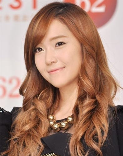 Jessica Jung haircut long blonde hair