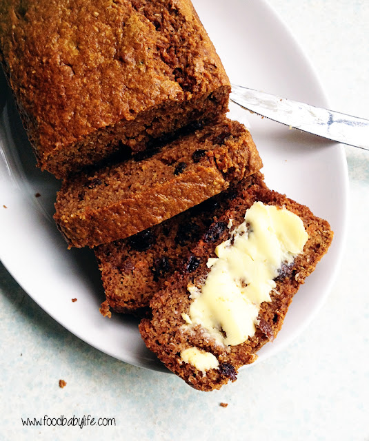 Spicy Carrot Loaf Cake © www.foodbabylife.com