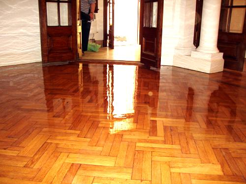 Praviani diferentes acabados en pintura para madera - Pintura para parquet ...