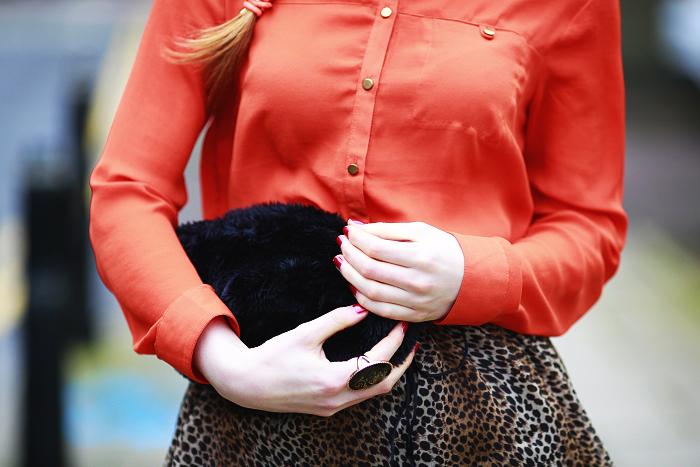 oranžová košile, jak nosit leopardní potisk, kožešina