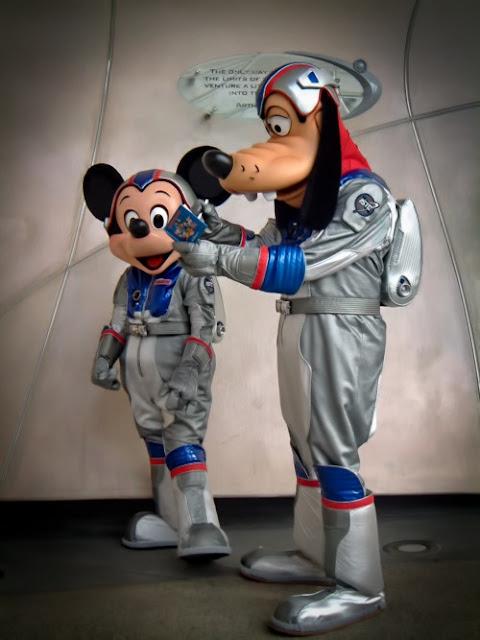 Ο Γκουφι και ο Mickey αστροναύτες