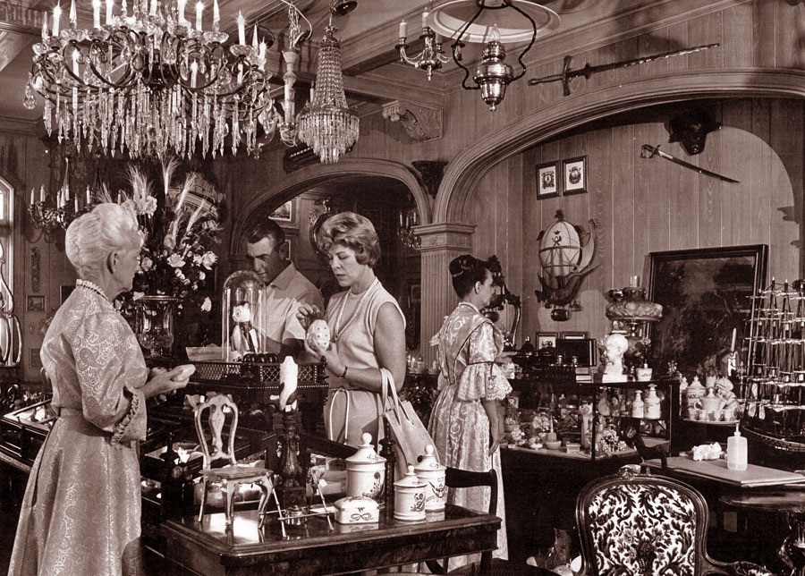 disney avenue the old antique shops of disneyland and the magic kingdom. Black Bedroom Furniture Sets. Home Design Ideas