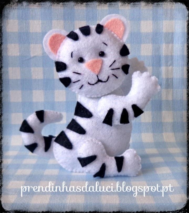 tigre branco em feltro