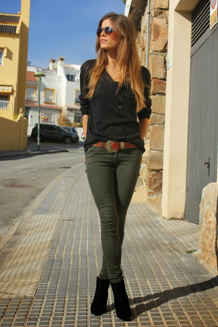 Black Long Slevee Shirt With Hunter Green Jeans And Black Bootie