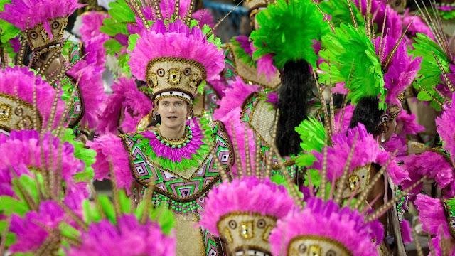 ala-da-mangueira-cujo-desfile-fez-a-plat