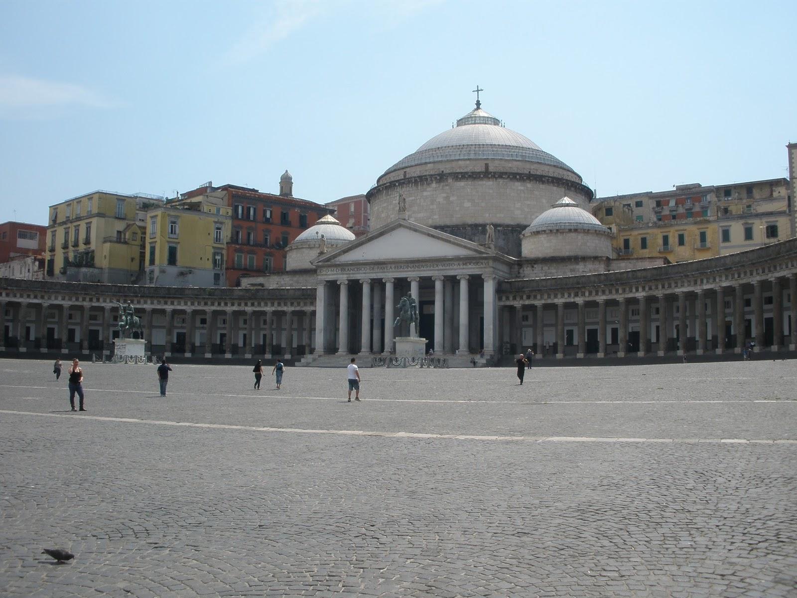 Plaza del Plebiscito, dónde se encuentra la Basílica de San Francisco de Paula y el Palacio Real