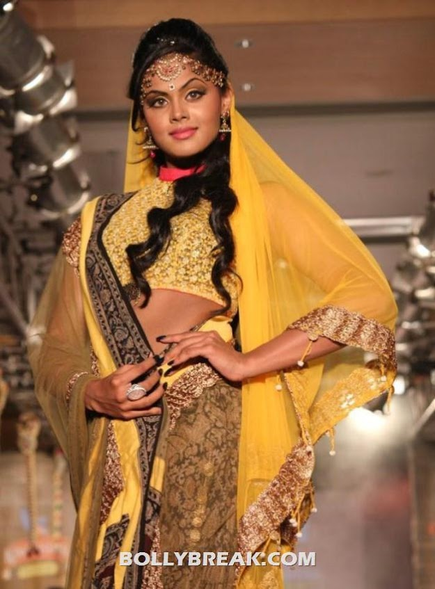 Karthika Navel Show at CIFW Fashion Show - Karthika Navel Show at Ramp walk at  CIFW Fashion Show