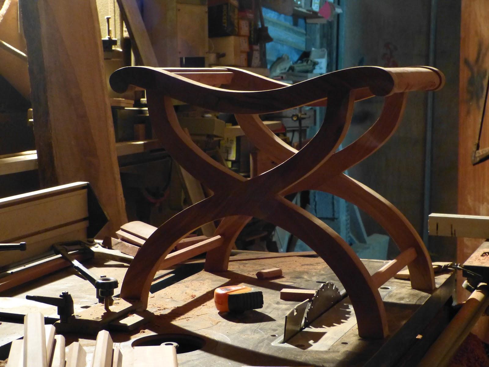 Meubles cr oles l 39 artisan du bois for Artisan du meuble