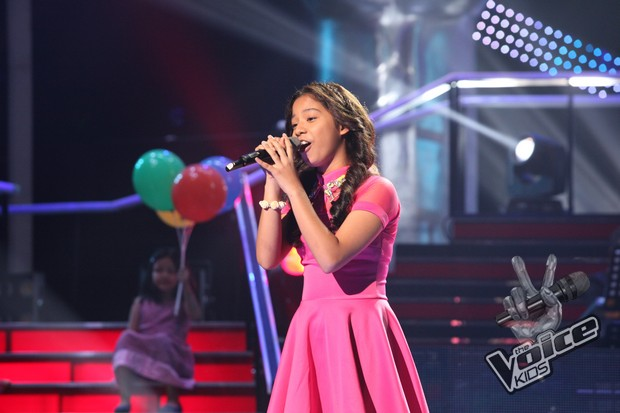Sassa Dagdag sings with Megastar