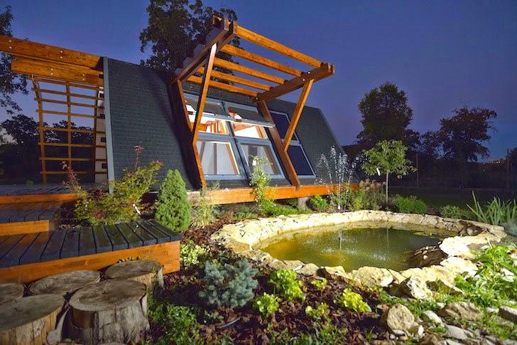 en lugar de paredes la casa se ha diseado con muros de vidrio climalit permitiendo una total iluminacin y ventilacin de la vivienda