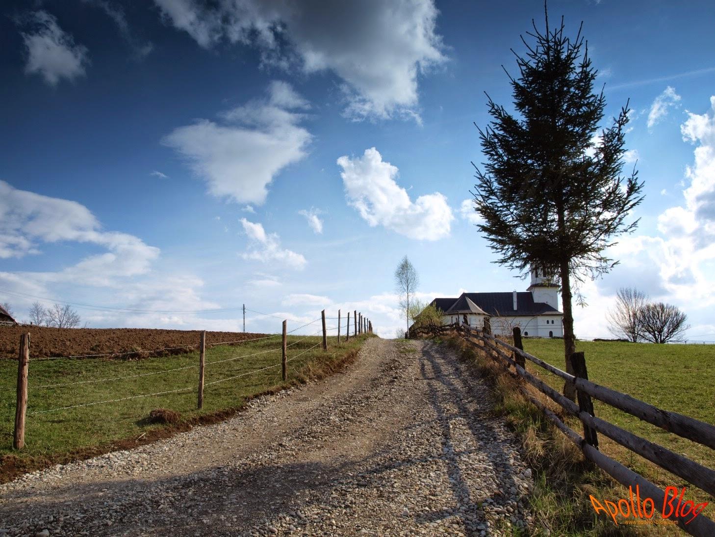 Drum reabilitat Biserica Hodosa