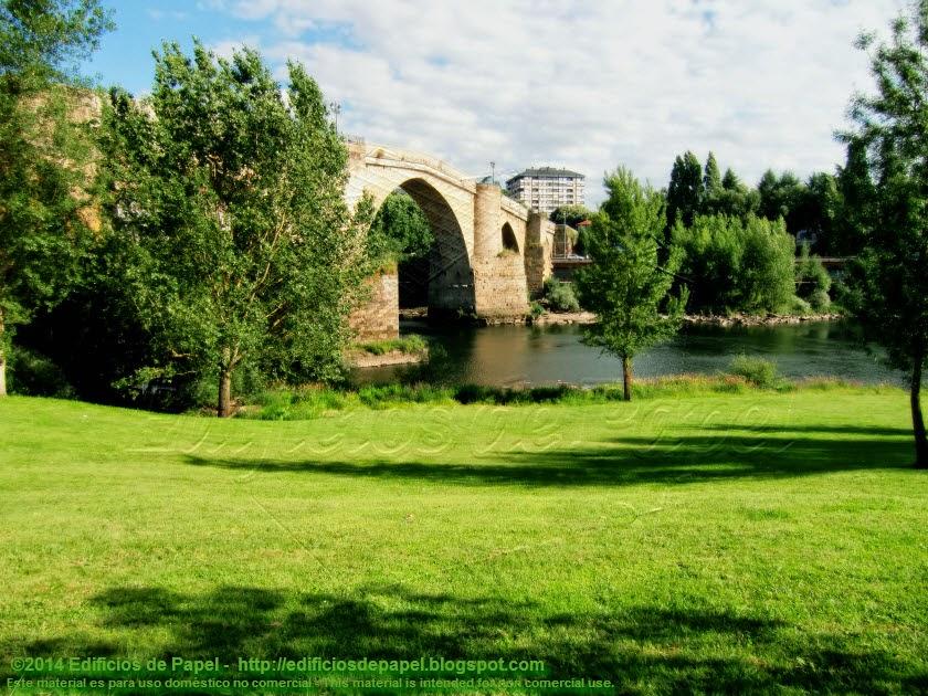Desde el paseo fluvial de Ourense, bonitas vistas del Puente Romano