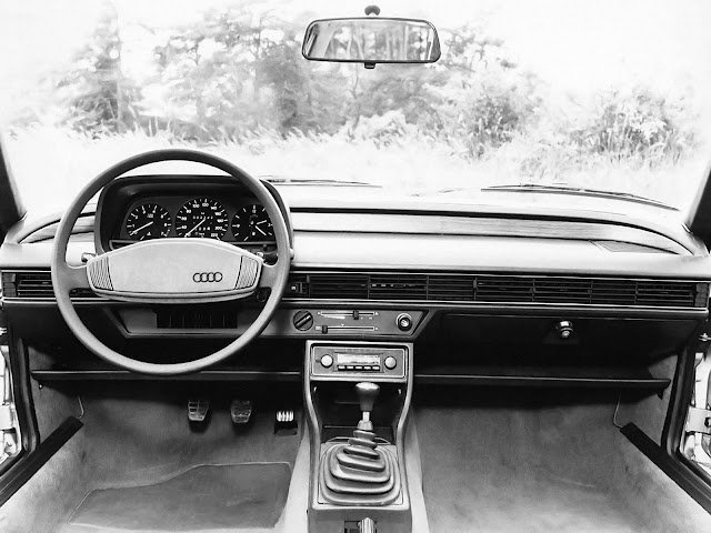 Audi 100 - segunda geração - interior
