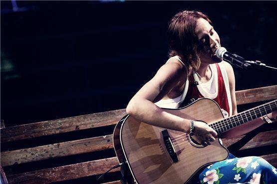 "DE CRI 2"", inició su gran gira enSeúl el 7 de julio de 2012. [Árbol"