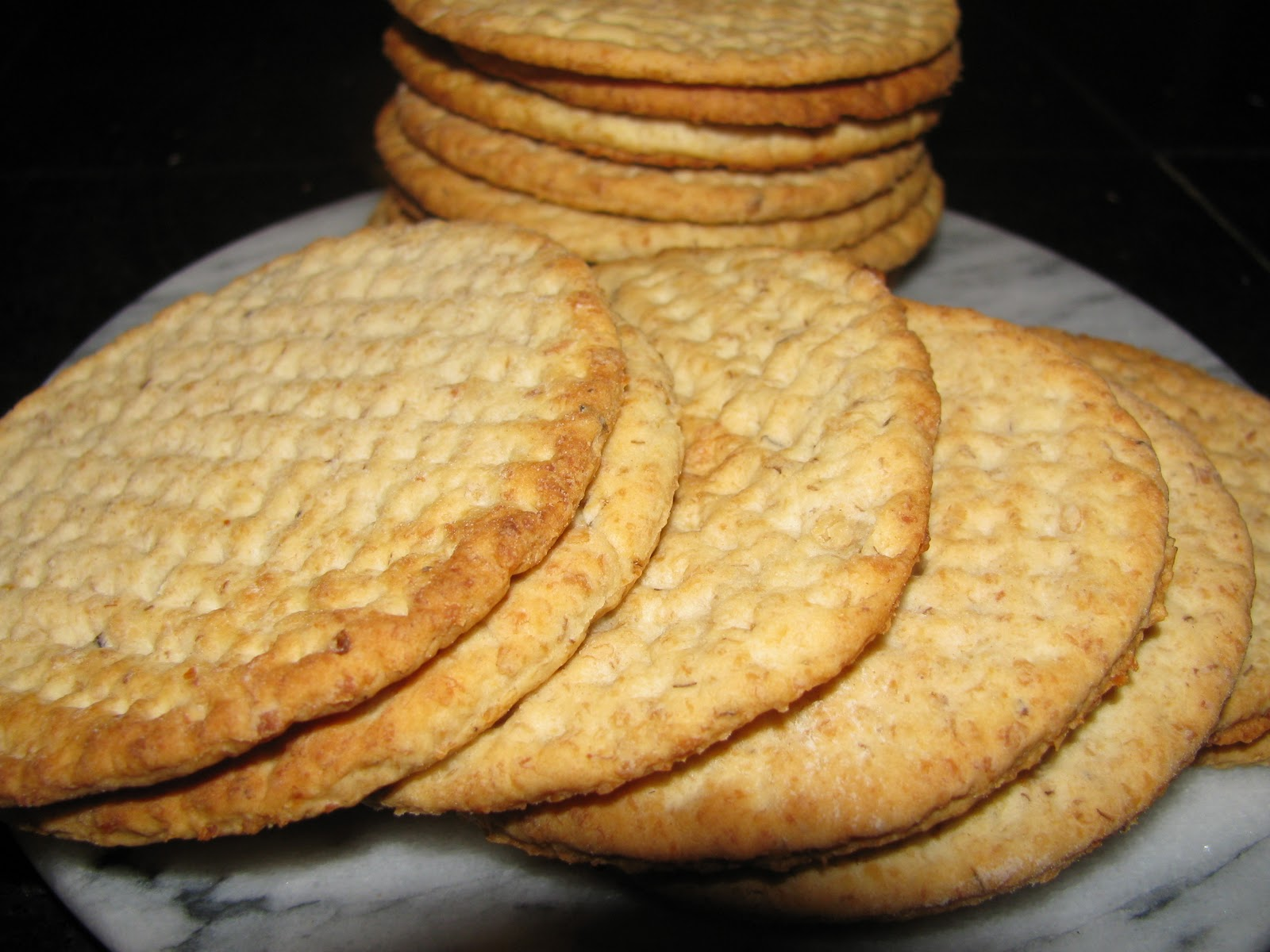 Simple Pleasures: Mamma's Havrekex - Mom's Oatmeal Crackers