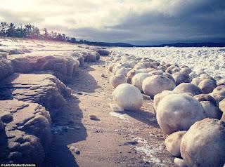 Massive ice boulders
