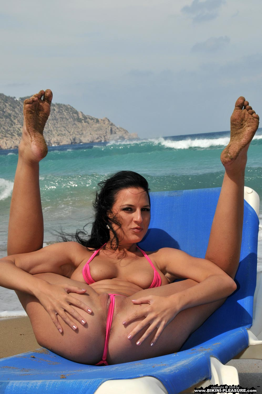 Bikini babe oics