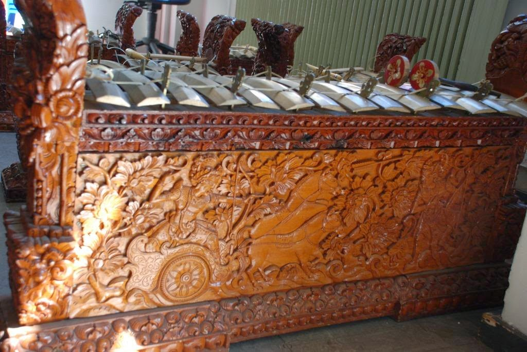 gamelan essay Compare and contrast javanese and balinese gamelan use own words answer questions for short essay each question should have 3-5 sentences1.