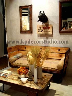 """alt=""""Sofás_mesas_de_madera_de_palets_decoración_vintage_mesas_artesanales"""""""