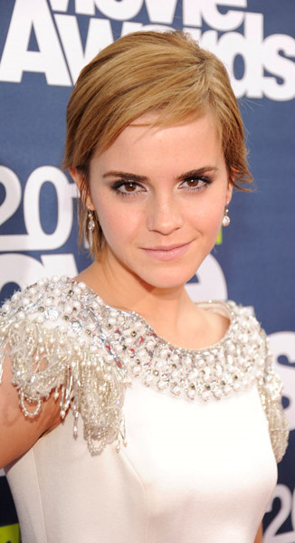 emma watson mtv movie awards hair. pictures 2011 MTV Movie Awards at emma watson mtv movie awards hair.
