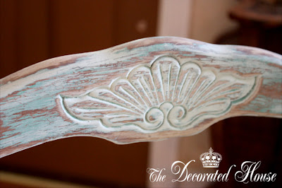 The Decorated House - Tutorial Annie Sloan Chalk Paint on French Chair