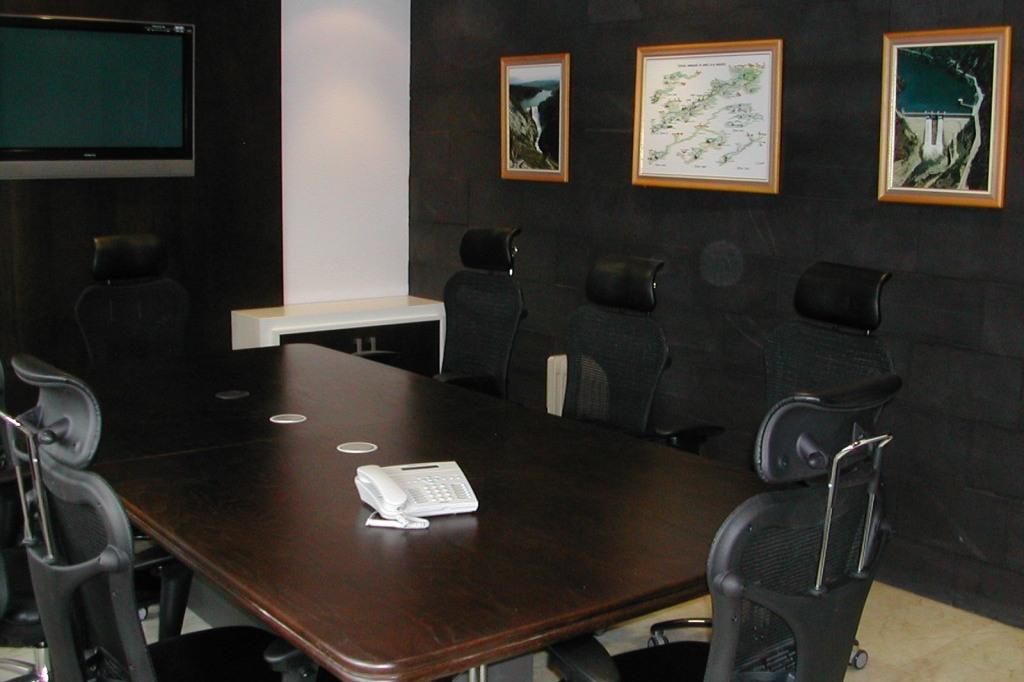 Boraltec cuadros sin pticos y centros de control blog for Mesa sala de reuniones