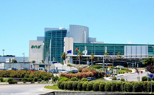 Η μέση διάρκεια των πτήσεων από το αεροδρόμιο της Αθήνας προς το αεροδρόμιο της Λισαβόνας είναι 5 με 6 ώρες περίπου.