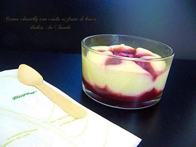 http://blog.cookaround.com/dulcis/crema-chatilly-con-coulis-ai-frutti-di-bosco/