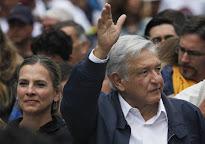 """López Obrador clama por un """"cambio de régimen"""" en el acto con los maestros"""