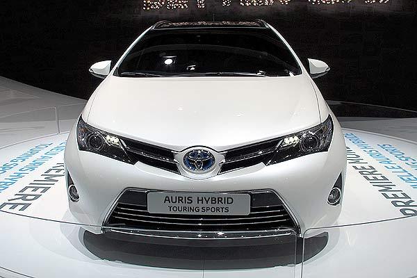 toyota-auris-hybrid-2013%2B