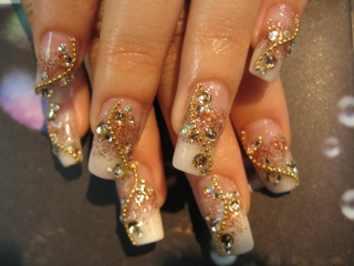 Bridal Golden Glittery Nail Art