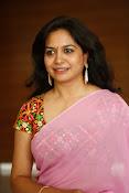 Singer Sunitha dazzling saree photos-thumbnail-9