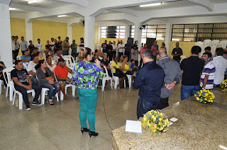 Dezoito famílias que moravam em áreas atingidas pelas chuvas de janeiro de 2011 recebem do governo do estado indenizações pela perda de suas casas