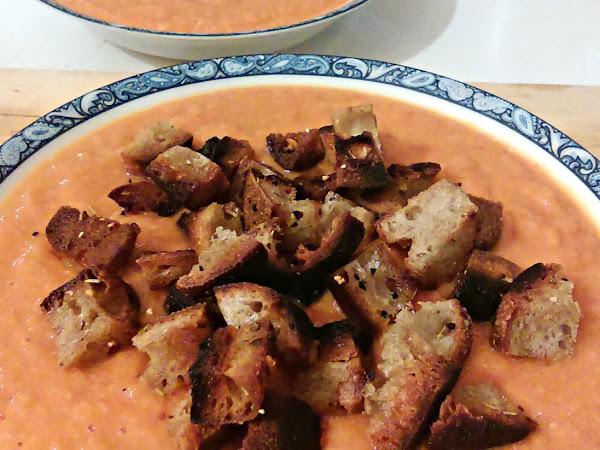Soupe tomate/pois chiches et croûtons à l'huile de noisette