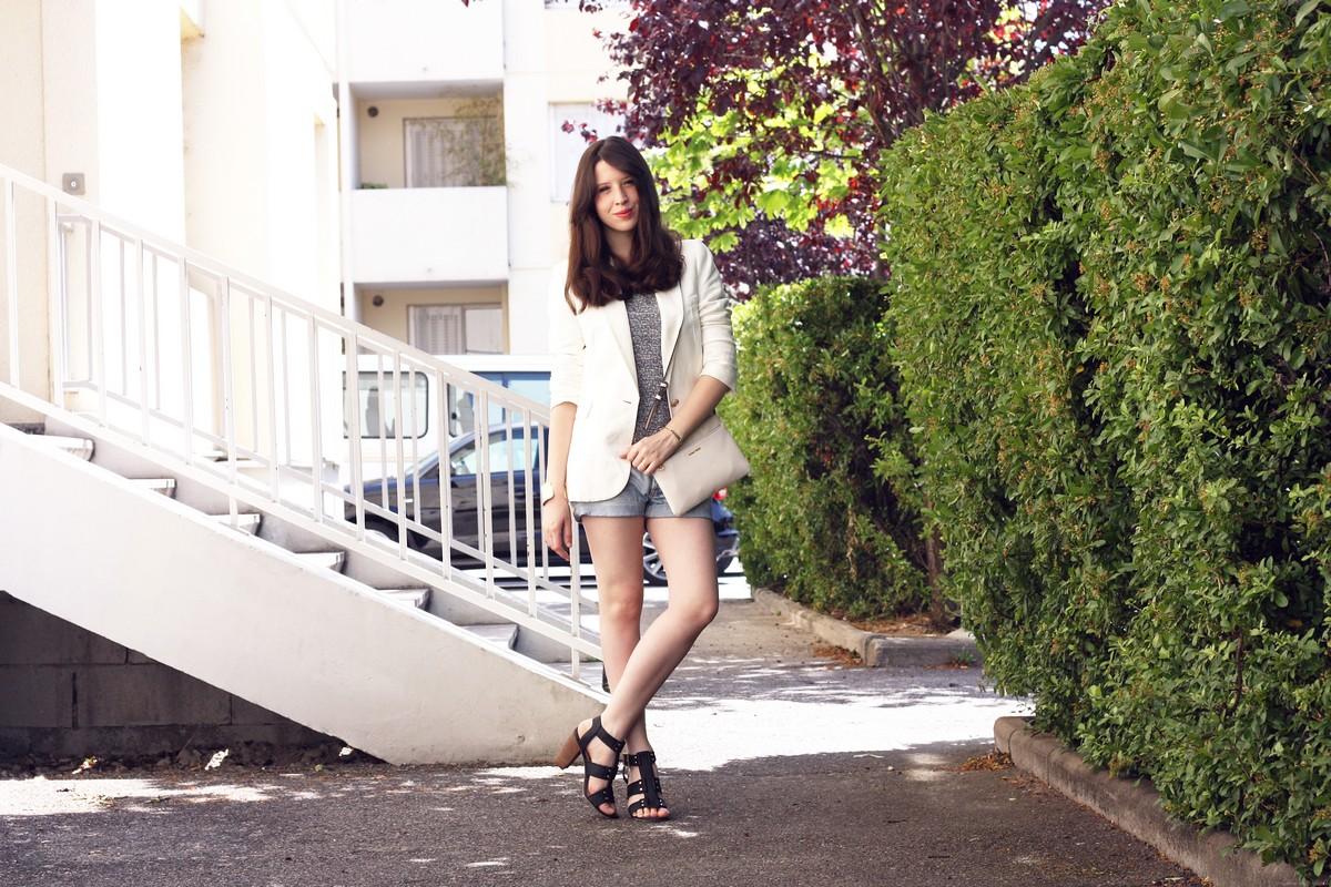 http://audreymarianne.blogspot.com/2015/05/simplicity-le-blazer-blanc.html