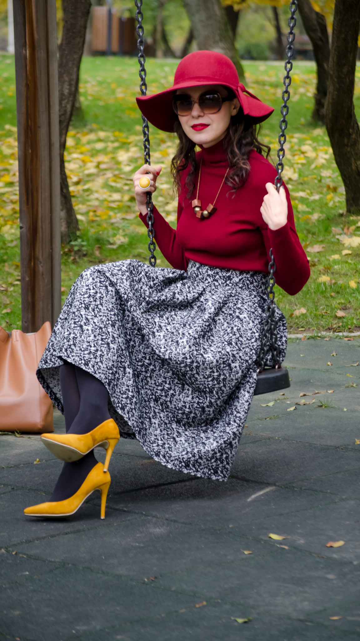 50s vibes and burgundy for fall floppy hat poema mustard shoes puffed up skirt black terranova jacket turtleneck koton over sized camel bag autumn fall park