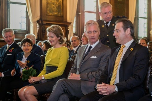 Outgoing Vice-Minister and Defence Minister Pieter De Crem, Antwerp province governor Cathy Berx, Queen Mathilde, King Philippe and Antwerp Mayor Bart De Wever pictured ahead of the inauguration of the replica of the pontoon bridge across the Schelde river, in Antwerp