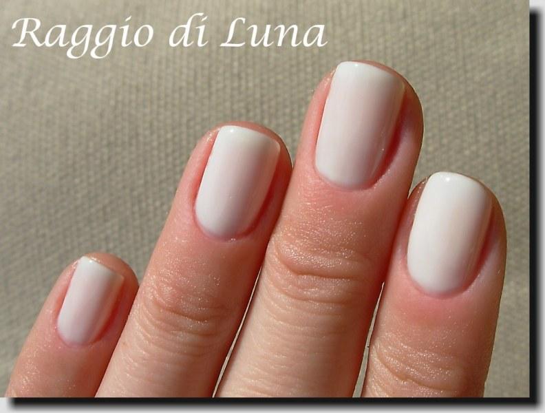 Raggio di Luna Nails: Maybelline n° 71 Pur White