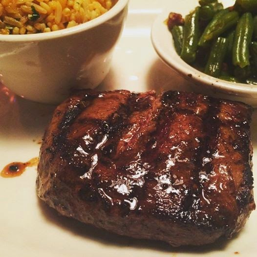 Sirloin steak with green beans and rice