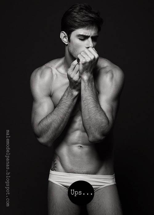 Diego Rovo in underwear